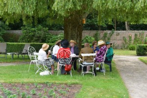 zomerjurken en hoeden op de rozentea 2014